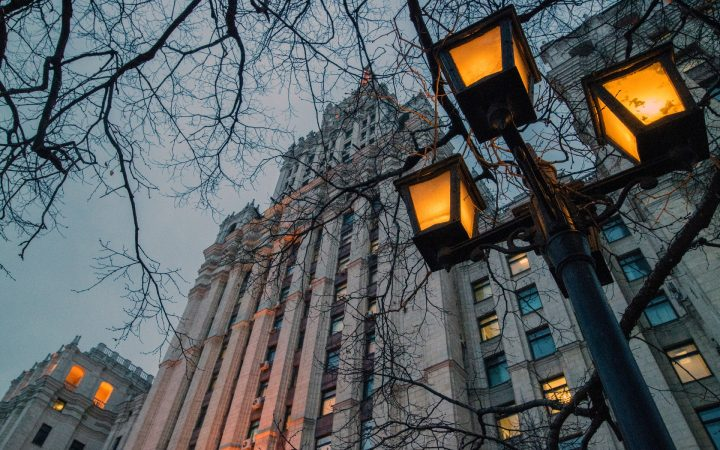 До ₽1 млрд и выше: сколько стоят квартиры в сталинских высотках_6023765b4dd09.jpeg