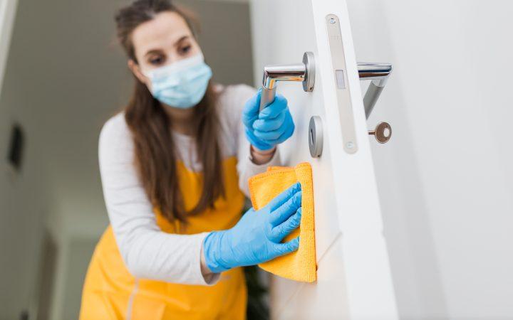 Правила уборки в доме с заболевшим COVID-19— памятка Роспотребнадзора_5fc87d480d88e.jpeg