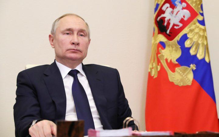 Путин поручит взяться за «черных риелторов»_602e014c81deb.jpeg