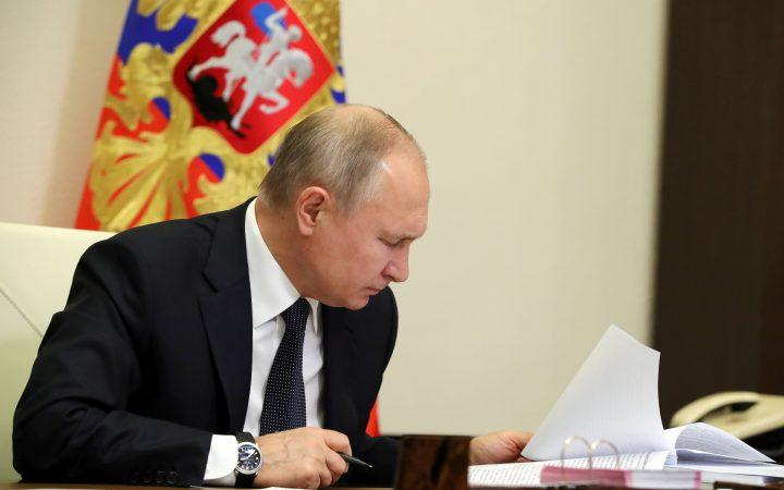 Путин призвал своевременно реагировать на рост цен на жилье_5fe42d51c5da2.jpeg