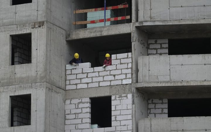 В 72,5% российских городов не строится новое жилье_5fc09487b822d.jpeg