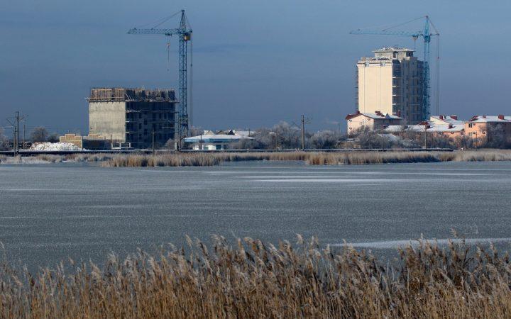 В России впервые за 1,5 года выросли объемы строительства жилья_605199fce03e1.jpeg